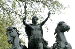 פסלה של בודיקאה, המלכה הברטונית שמרדה ברומאים